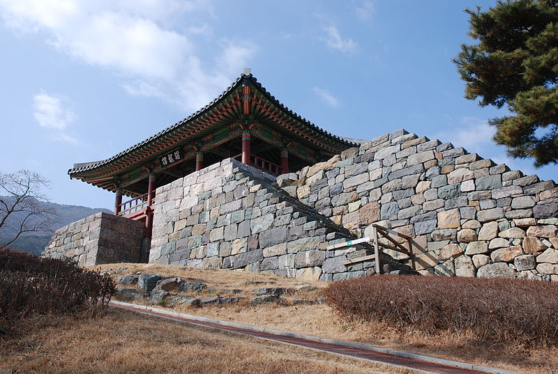 800px-Korea-Geoje-Gohyeon_Castle-01.jpg